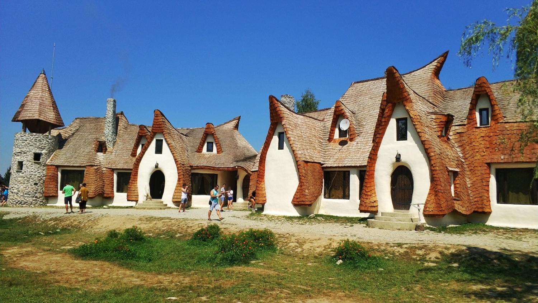 Excursie la Castelul de Lut – Valea Zânelor, 1 zi